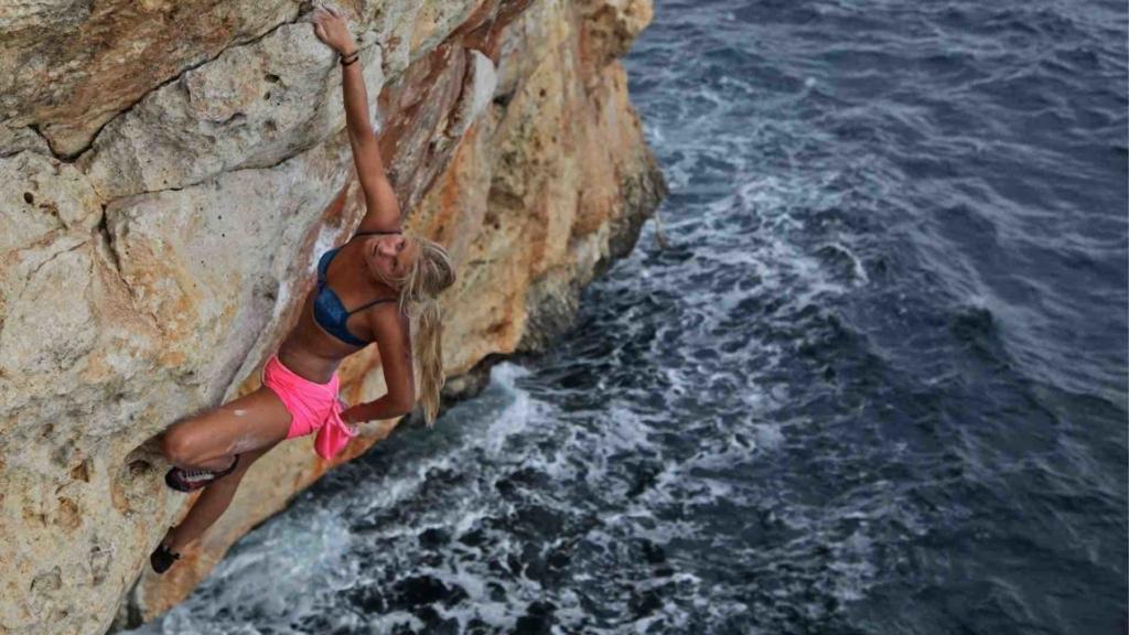 AMBASSADEUR ESCALADE grimpe Athlète Savana Bjarnason Looking for Wild